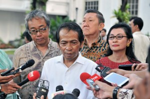 Radhar kepada wartawan usai silaturahmi dengan Presiden di Istana Merdeka, Jakarta, Jumat (6/4).