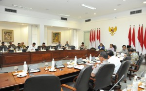 President Jokowi delivers introduction to Limited Cabinet Meeting on Managing Population Administration System after Constitutional Court's Ruling at the Presidential Office, Wednesday (4/4). (Photo by: Jay/Public Relation Division of Cabinet Secretariat)