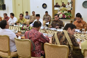 President Jokowi leads Limited Cabinet Meeting on Business Acceleration at Bogor Presidential Palace, West Java, Wednesday (18/4). (Photo by: Rahmat/Public Relations Division of Cabinet Secretariat).