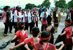 Ibu Iriana didampingi sejumlah istri Menteri Kabinet Kerja yang tergabung dalam Organisasi Aksi Solidaritas Era Kabinet Kerja. (Foto: BPMI)