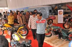 President Jokowi observed IIMS 2018 Exhibition, at Semeru Room, JI-Expo Kemayoran, Jakarta, Thursday (19/4). (Photo: PR/Jay)