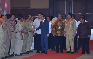 : President Jokowi greets village heads attending the 2018 National Coordination Meeting on Administration of Village, Central and Regional Governments, at D-2 Hall, JI-EXPO, Kemayoran, Jakarta, Monday (14/5) (Photo: JAY/PR)
