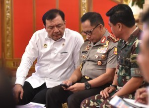 Commander of Indonesian National Defense Forces Marshal Hadi Tjahjanto, Chief of Indonesian National Police General Tito Karnavian, and Chief of Indonesian State Intelligence Agency Budi Gunawan present at a Plenary Cabinet Meeting, at the State Palace, Jakarta, Wednesday (16/4) afternoon (Photo: Rahmat/Human Relations Division).
