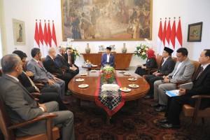 Presiden menerima kunjungan kehormatan Pangeran Bahrain di Istana Kepresidenan Bogor, Jumat (11/5). (Foto: BPMI).
