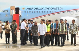 President Jokowi accompanied by a number of government high ranking officials arrives at West Java International Airport (BIJB) Kertajati, in Majalengka, West Java, on Thursday (24/5) (Photo: PR/Jay)