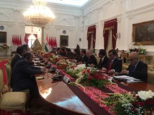 Presiden Jokowi memimpin pertemuan bilateral delegasi RI dan delegasi India yang dipimpin PM Narendra Modi, di Istana Merdeka, Jakarta, Rabu (30/5) siang. (Foto: JAY/Humas)