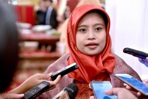 Komisioner KPPU menjawab pertanyaan wartawan usai dilantik oleh Presiden Joko Widodo (Jokowi), di Istana Negara, Jakarta, Rabu (2/5). (Foto: Humas/Agung).