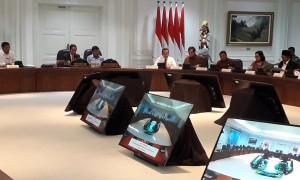 Presiden Jokowi saat memimpin Ratas membahas Persiapan Menghadapi Idulfitri 1439 H/2018 M, di Kantor Presiden, Jakarta, Rabu (30/5). (Foto: Humas/Agung)