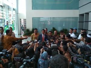 Presiden Jokowi memberikan keterangan kepada wartawan usai mengikuti acara di JI Expo, Kemayoran, Jakarta, Senin (14/5). (Foto: Humas/Risdiana).