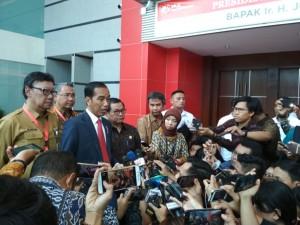 Presiden Jokowi saat memberikan pernyataan di Jakarta International (JI) Expo, Kemayoran, Jakarta, Senin (14/5). (Foto: Humas/Risdiana)