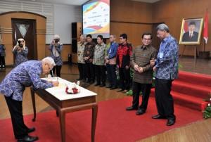 Seskab saat menghadiri HUT BPKP di Auditorium Kantor BPKP, Jalan Pramuka, Jakarta, Rabu (30/5). (Foto: Humas/Jay)