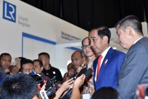 President Jokowi answers the reporters' questions at The 42nd Indonesian Petroleum Association (IPA) Convention and Exhibition, at JCC, Jakarta, Wednesday (2/5). (Photo by: Agung/Public Relations Division).