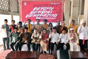 Ketua Dewan Pengarah BPIP Megawati Soekarno Putri bersama tokoh lintas agama hadir dalam Sarasehan Kebangsaan, di Masjid Istiqlal, Jakarta, Rabu (16/5) pagi. (Foto: JAY/Humas)