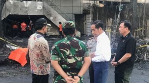 President Jokowi visits a church exploded by terrorist in Surabaya, Sunday (13/5). (Photo by: IST)