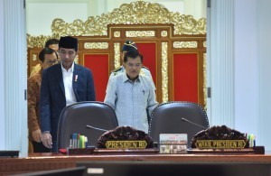 President Jokowi accompanied by Vice President Jusuf Kalla attend Limited Meeting at the Presidential Office, Jakarta, Tuesday (15/5 (Photo: PR/Jay)