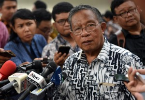 Coordinating Minister for the Economy, Darmin Nasution, answers the questions from journalists after the Plenary Cabinet Meeting at the State Palace, Jakarta, Wednesday (16/5). (Photo by: Public Relations Division of Cabinet Secretariat/Rahmat).