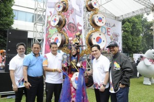 (Left to right) Minister of Tourism Arief Yahya, Minister of Communication and Informatics Rudiantara, Deputy Governor of Special Capital Region of Jakarta Sandiaga Uno, and Head of Indonesia Asian Games 2018 Organizing Committee Erick Tohir (white shirt) at Asian Games 2018 Parade, Jakarta, on Sunday (13/5). (Photo by: Ministry of Tourism's Public Relations)