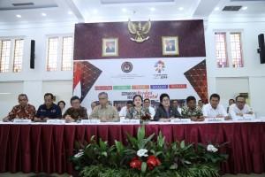 Menko PMK Puan Maharani mengumumkan keputusan tentang cuti bersama Idul Fitri 1439H/2018 M, di kantor kemenko PMK, Jakarta, Senin (7/5) pagi. (Foto: Humas Kemenko PMK)