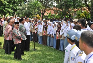 Presiden Jokowi bertemu dengan perwakilan pelajar SMA se Jabar, di Taman Dirgantara, Majalengka, Kamis (24/5) siang. (Foto: JAY/Humas)