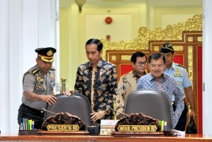 President Jokowi, accompanied by Vice President Jusuf Kalla and Cabinet Secretary Pramono Anung, enters cabinet meeting room at the President's Office, Jakarta, Monday (28/5). (Photo by: AGUNG/ Public Relations Division of Cabinet Secretariat).
