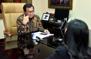 Seskab Pramono Anung dalam wawancara dengan Metro TV, di ruang kerjanya, Jakarta, Jumat (18/5) siang. (Foto: JAY/Humas)