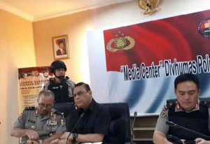 Wakapolri Komjen Syafruddin dalam konferensi pers di Mako Brimob, Depok, Jawa Barat, Kamis (10/5).