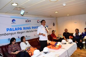 Minister of Communications and Informatics Rudiantara explains the development of Palapa Ring Central Package, in Manado, North Sulawesi, Friday (25/5). (Photo: PR Division of Ministry of Communications and Informatics)