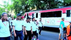 Menhub saat meninjau KA Prameks Solo-Jogjakarta, Minggu (6/5). (Foto: Humas Kemenhub)