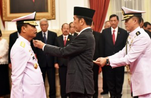 President Jokowi inaugurates Siwi Sukma Adji as Navy Chief of Staff (KSAL) and upgrades his rank to Admiral at the State Palace, Jakarta, Wednesday (23/5). (Photo by: Public Relations Division of Cabinet Secretariat/ Rahmat).