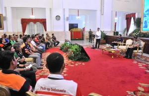 President Jokowi receives truck drivers at State Palace, Jakarta, Tuesday (8/5). (Photo by: Public Relations Division of Cabinet Secretariat/Jay)