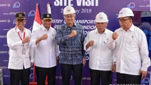 Menhub dan Menteri PUPR saat kegiatan Site Visit Proyek Pembangunan Pelabuhan Patimban, Minggu (20/5) di Indramayu. (Foto: Kemenhub)