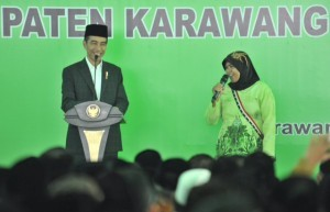 President Jokowi have a dialogue with citizen in a gathering at Asshiddiqiyah Islamic Boarding School, Karawang Regency, West Java, Wednesday (6/6) (Photo: PR/Jay)
