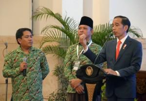 Presiden Jokowi berdialog dengan perwakilan petani pada pembukaan Asian Agriculture & Food Forum (ASAFF), di Istana Negara, Jakarta, Kamis (28/6) sore. (Foto: OJI/Humas)