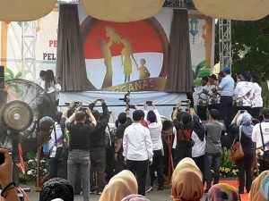The atmosphere of the launching of 2018 National Family Day logo at BKKBN Auditorium, Jakarta, Thursday (7/6). (Photo by: Edi/Public Relations).