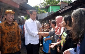 Presiden Jokowi saat blusukan di Solo, Minggu (17/6). (Foto: BPMI)