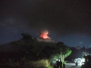 Hembusan Abu Gunung Agung hingga Jumat (29/6). (Foto: BNPB)