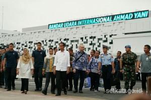 Presiden saat meresmikan terminal baru Bandara Internasional Ahmad Yani, Semarang, Kamis (7/6). (Foto: Humas/Murti).