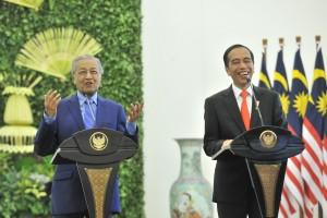 PM Malaysia Mahathir Mohammad didampingi Presiden Jokowi dalam pernyataan pers bersama di Istana Kepresidenan Bogor, Jabar, Jumat (29/6) siang. (Foto: JAY/Humas)