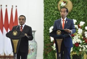 Presiden Jokowi bersama Presiden Timor Leste, Francisco Guterres Lú Olo, menyampaikan pernyataan pers bersama di Istana Kepresidenan Bogor, Jawa Barat, Kamis (28/6) siang. (Foto: JAY/Humas)