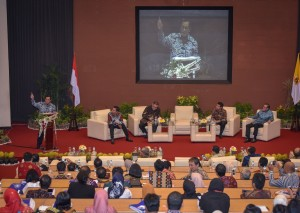 Seskab Pramono Anung saat tampil dalam Leadership Talk, MM FEB UGM, Yogyakarta, Sabtu (30/6) pagi. (Foto: AGUNG/Humas)