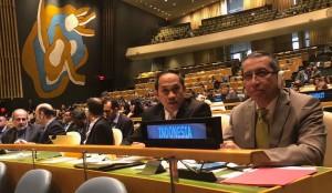 Delegasi Indonesia yang dipimpin Kepala Perwakilan Tetap RI di PBB, Dian Triansyah Djani, saat menghadiri sidang di MU PBB, New York, AS, Rabu (13/6) waktu setempat. (Foto: Kemlu)
