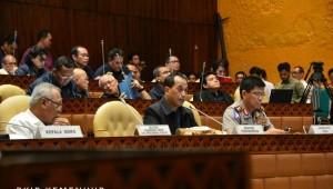 Menteri Perhubungan Budi Karya Sumadi menghadiri Rapat Kerja dengan Komisi V DPR RI, di Senayan, Jakarta, Senin (4/6). (Foto: BKIP Kemenhub/ES)