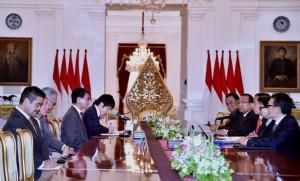Presiden Jokowi menerima Menlu Jepang Taro Kono, di Istana Merdeka, Jakarta, Senin (25/6) pagi. (Foto: Setpres)