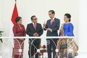 Presiden Jokowi didampingi Ibu Negara Iriana berbincang dengan Presiden Timor Leste Francisco Guterres Lú Olo dan Ibu Negara Timor Leste Cidália Lopes Nobre Mouzinho, di Istana Kepresidenan Bogor, Jabar, Kamis (28/6) siang. (Foto: JAY/Humas)