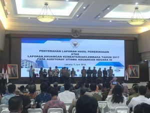 Deputy Cabinet Secretary receives Unqualified Opinion (WTP) at BPK Building, Jakarta, Tuesday (5/6)