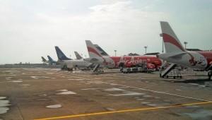 pesawat-parkir