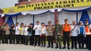 Rombongan Pemerintah yang meninjau pelaksanaan arus mudik Lebaran 2018, Minggu (10/6). (Foto: BKIP Kemenhub)