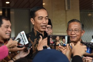 President Jokowi responds to reporters' questions after attending an event at Indonesia Convention Exhibition (ICE) BSD, Tangerang, Banten, Thursday (12/7) (Photo: PR/Oji)