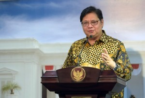 Minister of Industry delivers a press statement after a Limited Meeting, at the Presidential Office, Jakarta, Friday (20/7) (Photo: PR/Jay)