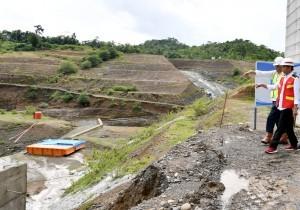 President Jokowi inspects the construction of Paselloreng Dam, in Arajang Village, Gilireng Subdistrict, Wajo Regency, on Tuesday (3/7) (Photo: Secretariat of the President)